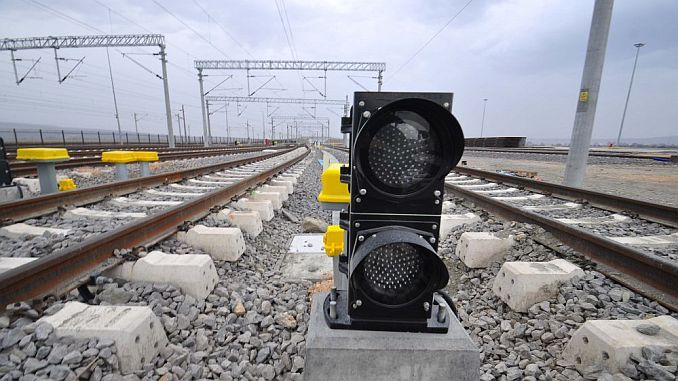 Pekerjaan listrik akan dilakukan dalam ruang lingkup proyek pensinyalan pengumuman tender.
