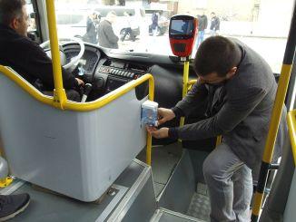 Desinfektionsmiddel, der er knyttet til de offentlige transportkøretøjer i Kahramanmaras