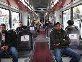 social afstandstilpasning i offentlig transport i Kayser