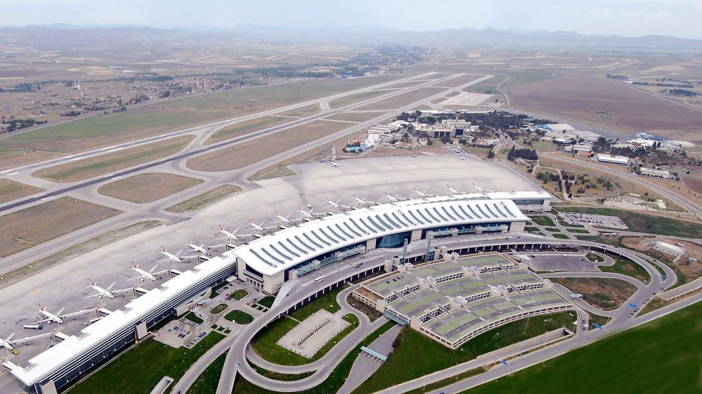 Révision des systèmes d'éclairage de piste de l'aéroport d'esenboga