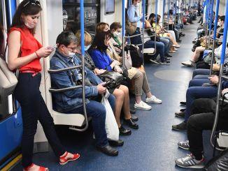 Stu aparatów do rozpoznawania twarzy w wagonach metra w Moskwie
