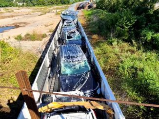 Onlarla Ford avtomobilinin kameraya atıldığı qatar qəzası