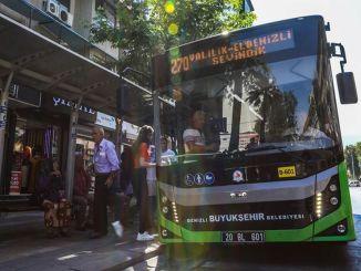 Η Denizli Metropolitan έκανε δωρεάν λεωφορεία κατά τη διάρκεια της Ημέρας της Δημοκρατίας