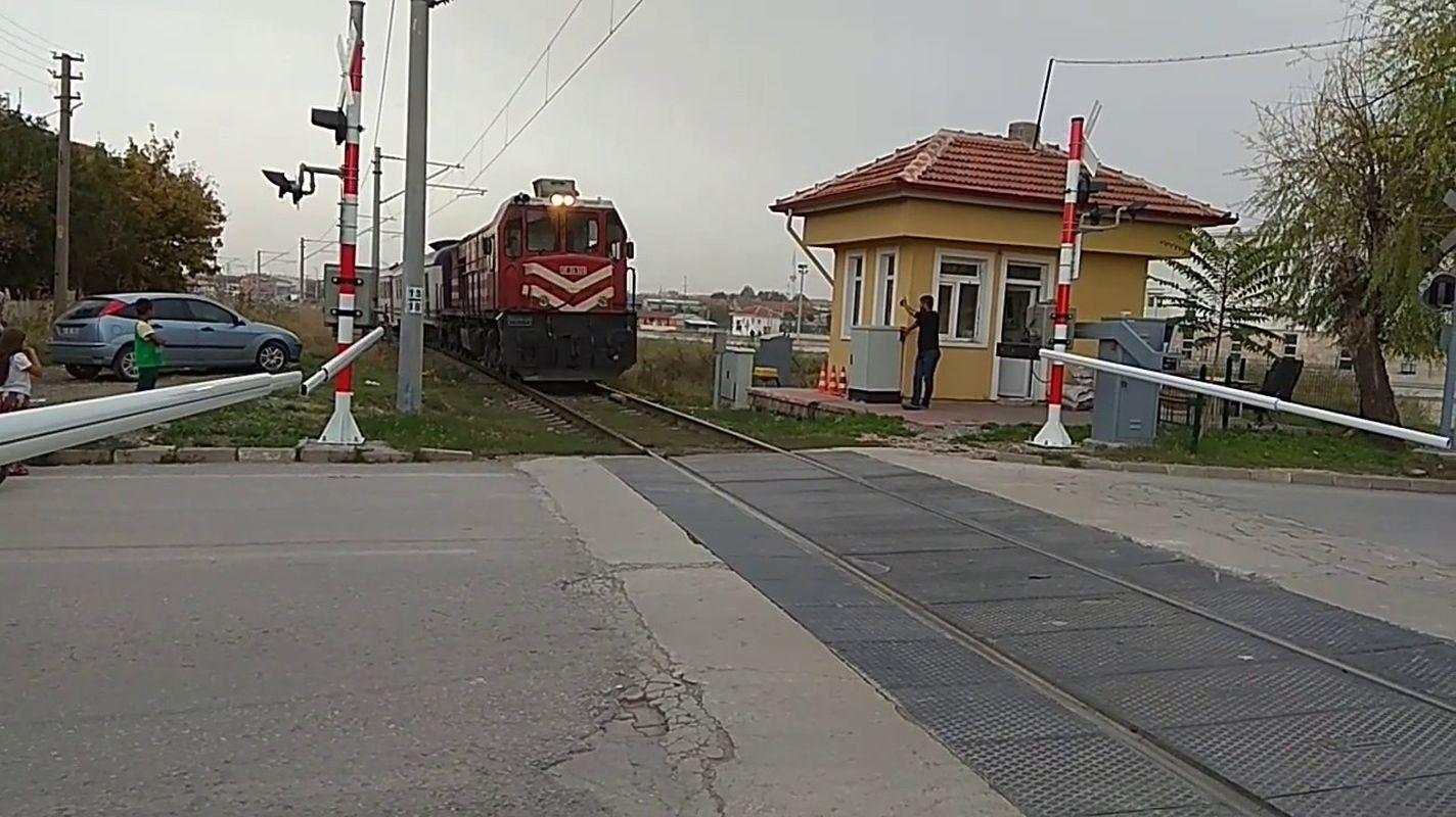 Служба охраны будет принята на железнодорожном переезде с барьером