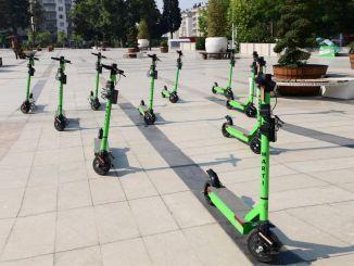 dikkat yasindan kucukler elektrikli scooter kullanamayacak